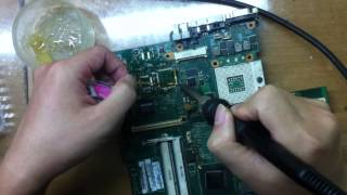 Học Viên Thực Hành Hàn IC Nguồn Laptop