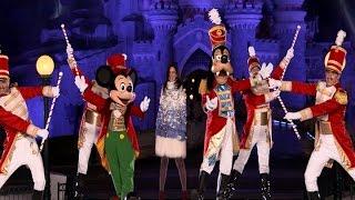 Laura Pausini inaugura la Navidad en Disneyland Paris