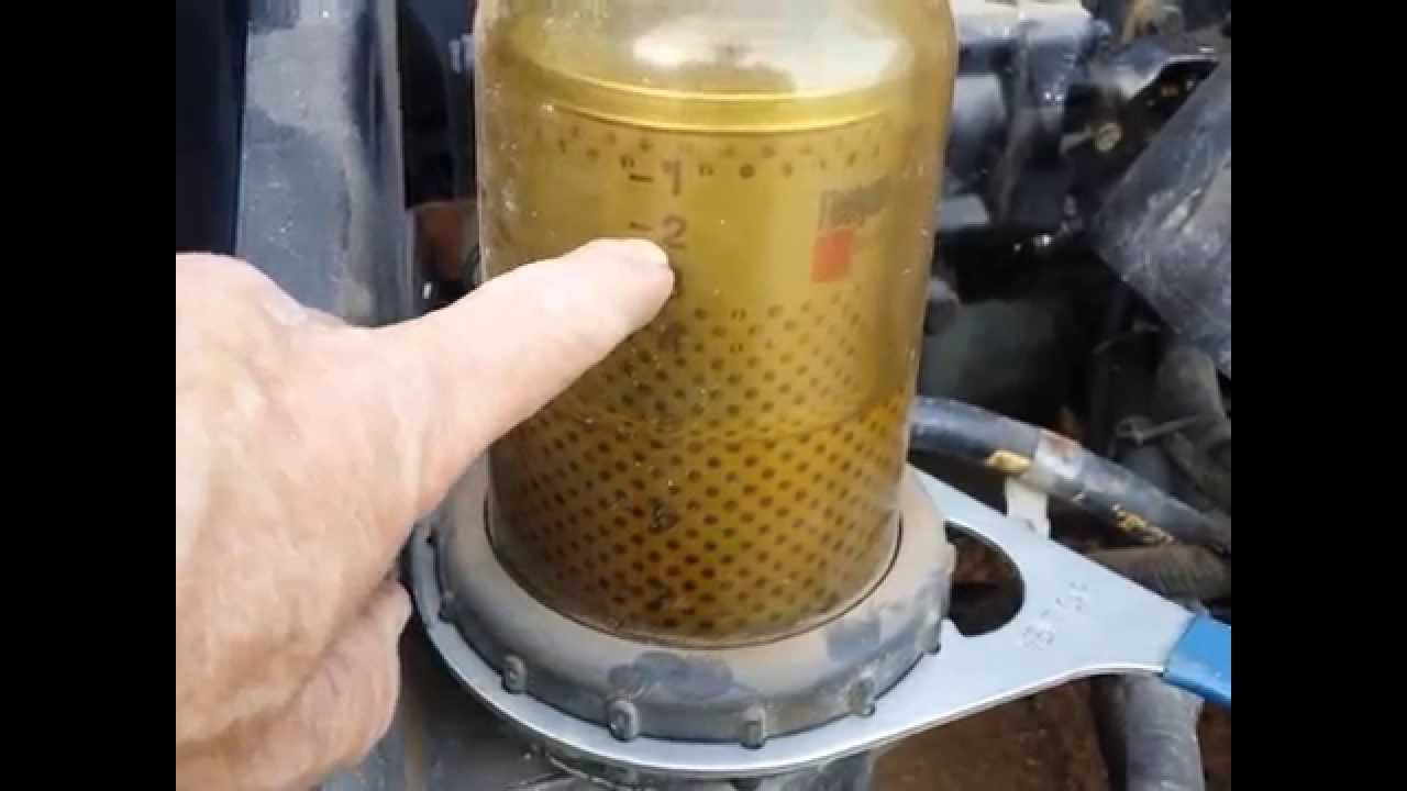 Detroit Diesel 12.7 L engine fuel filter change - YouTube