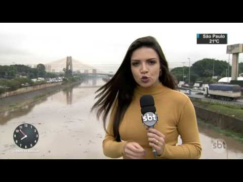Chuva provoca transtornos e trava São Paulo