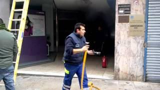 Incendio na Calle Principal de O Carballiño 2011-11-12.mp4