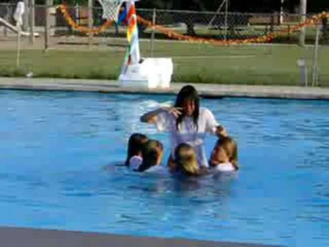 Synchronized Swimming to Thriller - YouTube