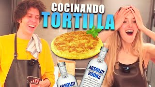 CHEF NORUEGO Y SU SEÑORA COCINAN TORTILLA ESPAÑOLA CON VODKA