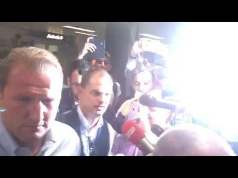 L'arrivo di Frank de Boer all'aeroporto di Linate