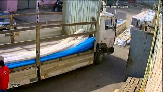 видео Преимущества и недостатки деревянных и пластиковых поддонов