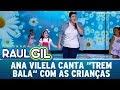 Ana Vilela puxa criança para cantar o sucesso ''Trem Bala