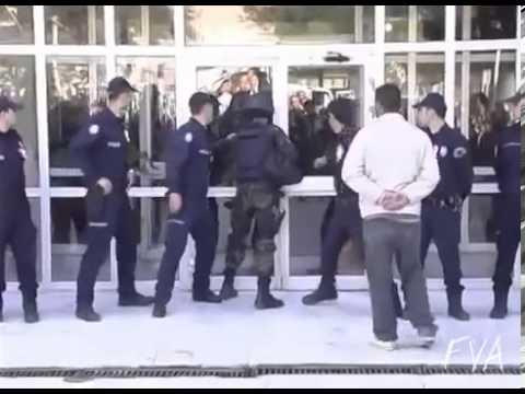 Спецназовец не может открыть дверь