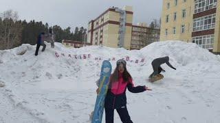Жители города в Пермском крае превратили сугробы в горнолыжный курорт