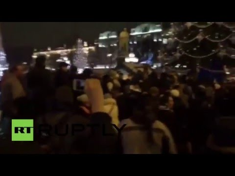 Russia: Hundreds protest extension of paid parking zone in Moscow