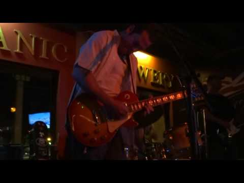 Albert Castiglia @ Titanic Brewery - 7-9-2016 - Drowning At The Bottom