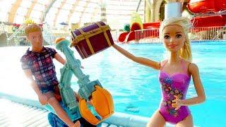 Куклы Барби - Ищем сокровища в аквапарке. Игры для девочек.