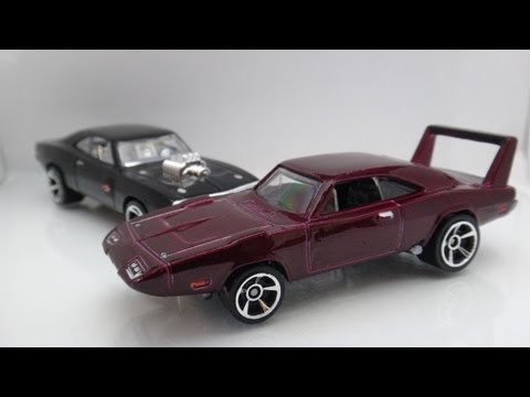 Hot Wheels The Fast and the Furious '69 Dodge Charger Daytona vs '70 Charger R/T Race