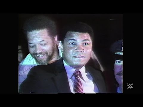 "Muhammad Ali and Jake ""The Snake"" Roberts cross paths"