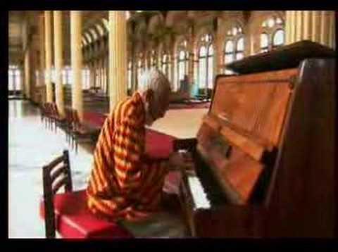 Ruben Gonzalez Playing Solo in the Cuban Gymnasium