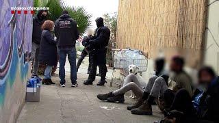 Los Mossos detienen a un grupo violento que participó en el ataque al furgón de la Guàrdia Urbana