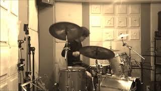 練習の動画をなんとなく載せてみます。練習不足のドラムなので、またち...