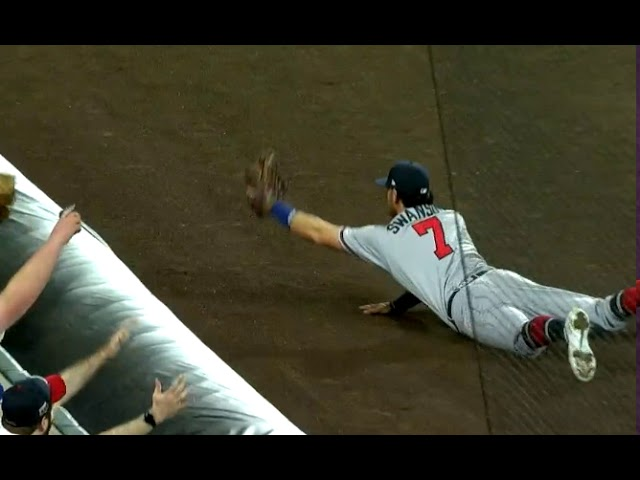 Dansby Swanson make a great diving grab