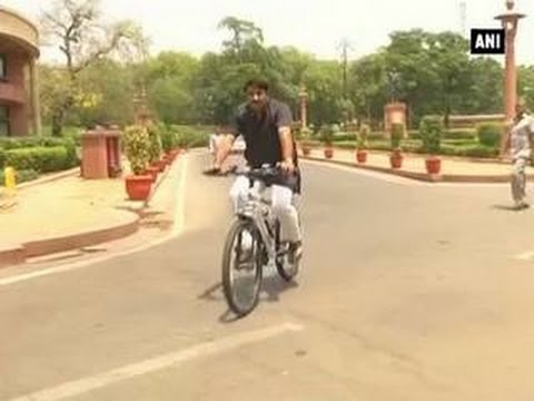 BJP MP Manoj Tiwari abides by Odd-Even rule, rides bicycle to Parliament