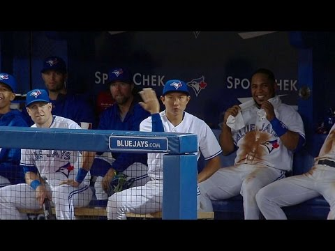 Munenori Kawasaki shows off animated dance moves in the dugout