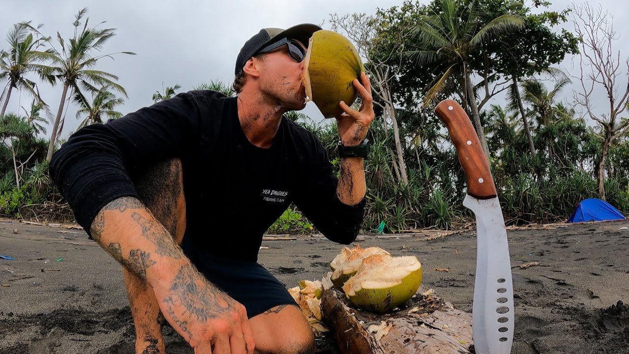 7 DAYS SOLO SURVIVAL WITH NO WATER. Can you survive on only drinking coconuts for 7 days? EP 46