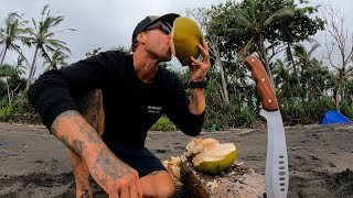 7 DAYS SOLO SURνIVAL WITH NO WATER. Can you survive on only drinking coconuts for 7 days? EP 46