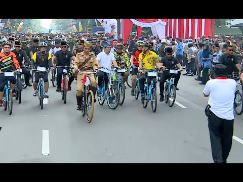 Presiden Jokowi Peringati Hari Pahlawan Dengan Gowes Di Bandung