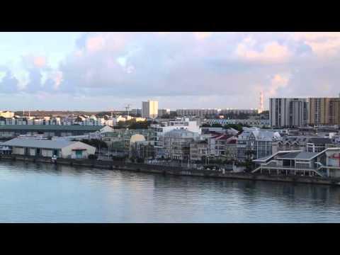 Guadeloupe Arrivée dans port de Pointe à Pitre / Guadeloupe Pointe à Pitre Bay Arrival