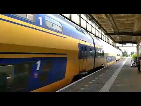 Trenes de Europa. Tren en Holanda a gran velocidad.