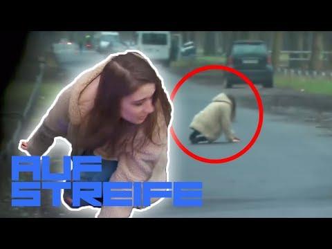 Horror Probefahrt! Kriechende Frau auf der Straße | Auf Streife | SAT.1 TV