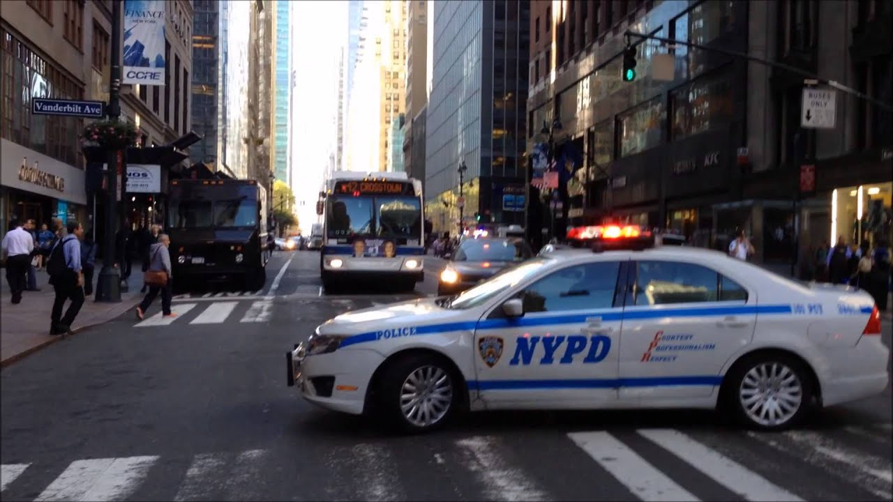 fdny nypd bomb squad mta police on scene of suspicious package on e 42nd st in manhattan. Black Bedroom Furniture Sets. Home Design Ideas