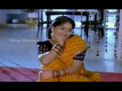 Vijayashanthi being interviewed - Mondi Mogudu Penki Pellam Scenes - Suman, Vijayashanthi