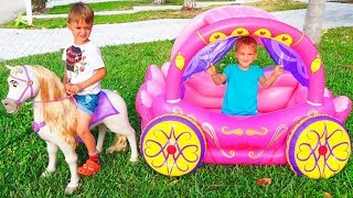 Vlad dan Nikita bermain dengan Princess Carriage