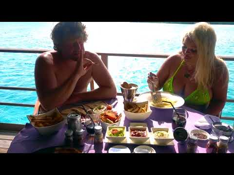 HAVE LUNCH WITH US IN BORA BORA! (VACATION MUKBANG)