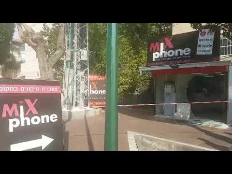 ירי מאופנוע לעבר חנות טלפונים (צילום: שולי נאור זוארץ)