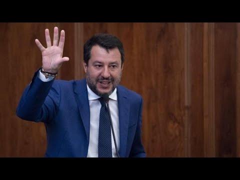 Salvini a Palazzo Madama: «Il saluto col gomito è la fine della specie umana»
