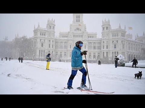 Madrid sees heaviest snowfall in 50 years as storms snarl travel in Spain