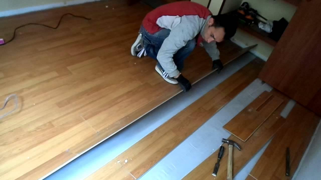 Como retirar piso laminado youtube for Como guardar bicis en un piso