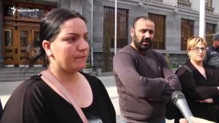 11-րդ օրն է Դատախազության դիմաց նստացույց են անում կալանավորված սարիթաղցիների հարազատները