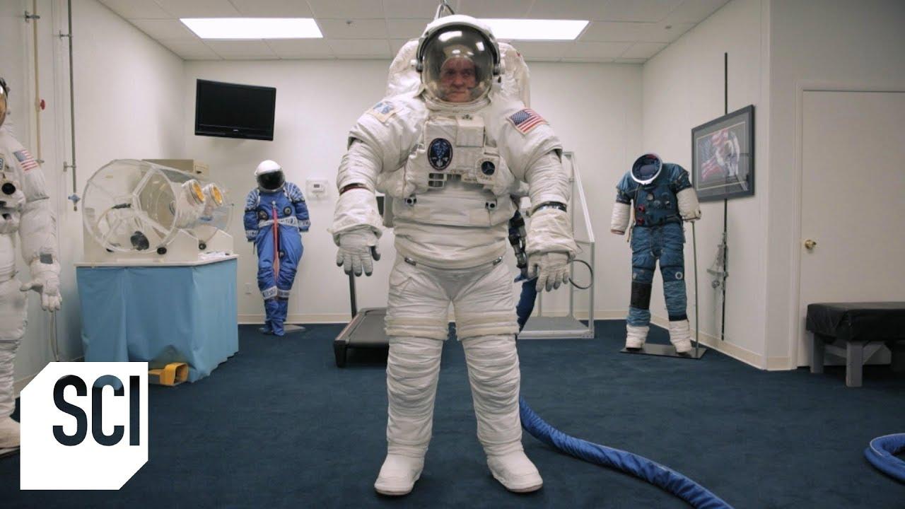 woman astronaut in diaper - 747×420