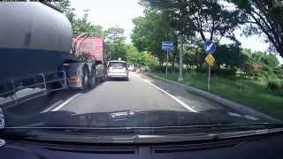 Невероятные курьезы на дороге 2013