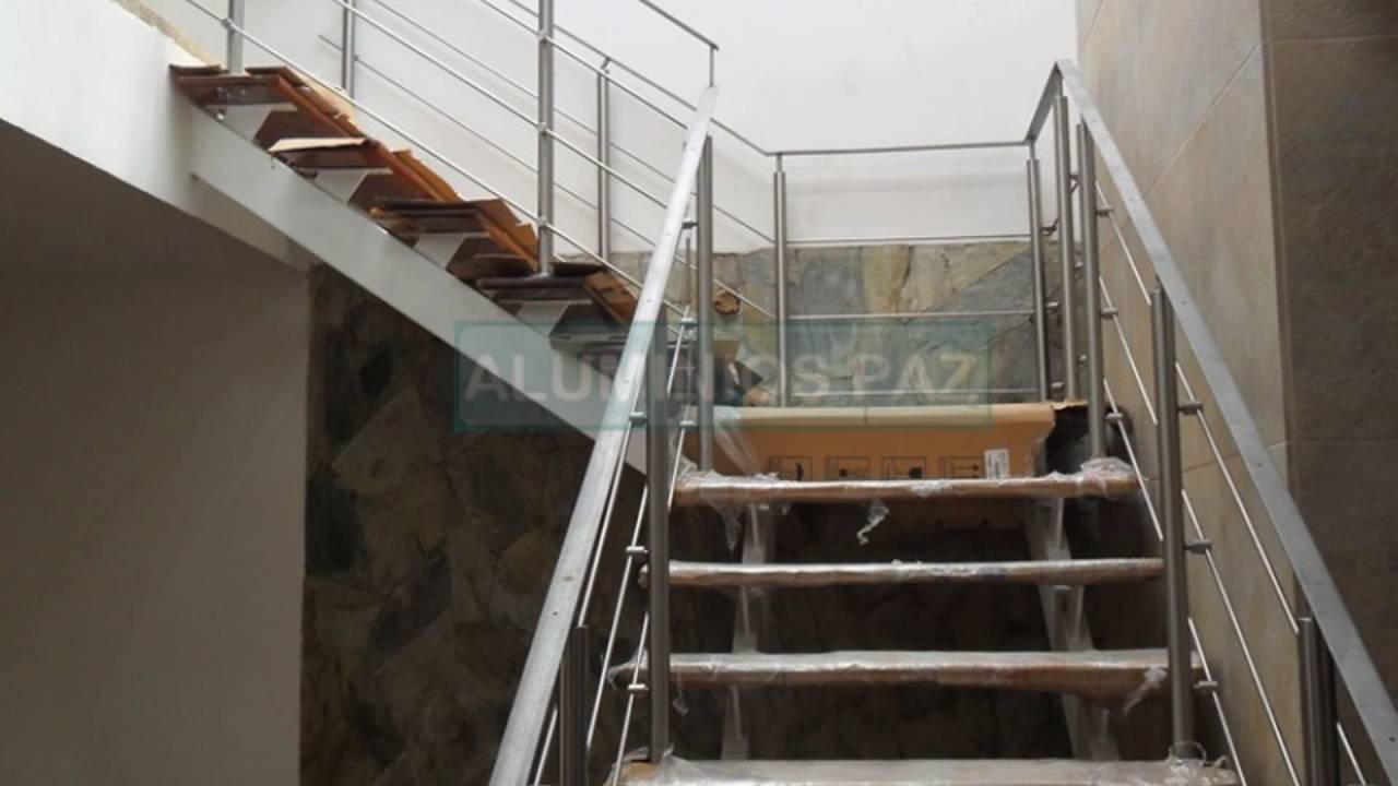 Escaleras metalicas closets en acero inoxidable for Cerramientos de vidrio para interiores