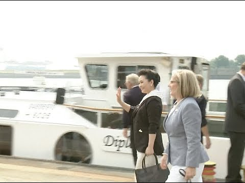China's First Lady Visits Port of Hamburg