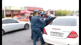 Լարված իրավիճակ Երևան-Աբովյան ճանապարհին․ բռնի ուժով բերման են ենթարկում քաղաքացիներին