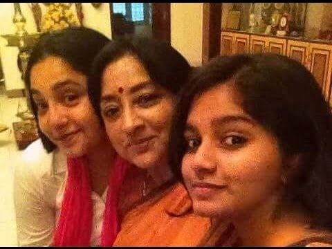 Actress Lakshmi & Aishwarya With Family