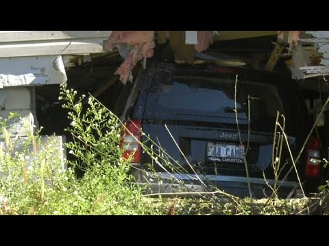 Jeep smashes into Ont. home, narrowly missing residents