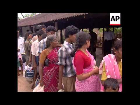 SRI LANKA: GOVERNMENT FOOD CONVOYS ENTER TAMIL TERRITORY