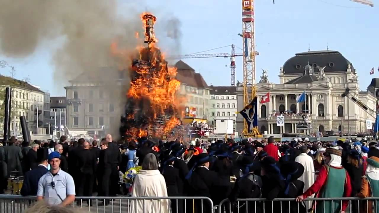 Zürich, Sechseläuten, Böögg brennt 2011 - YouTube