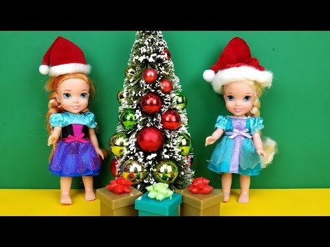 Christmas ! Elsa and Anna toddlers - what happens to Santa ? Gifts - decorations - tree
