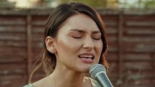 Download lagu Mika Varga -În ceasul cel mai greu