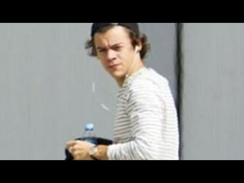 One Direction's Harry Styles Boarding Private Jet Without His Band Mates From Sydney, Australia